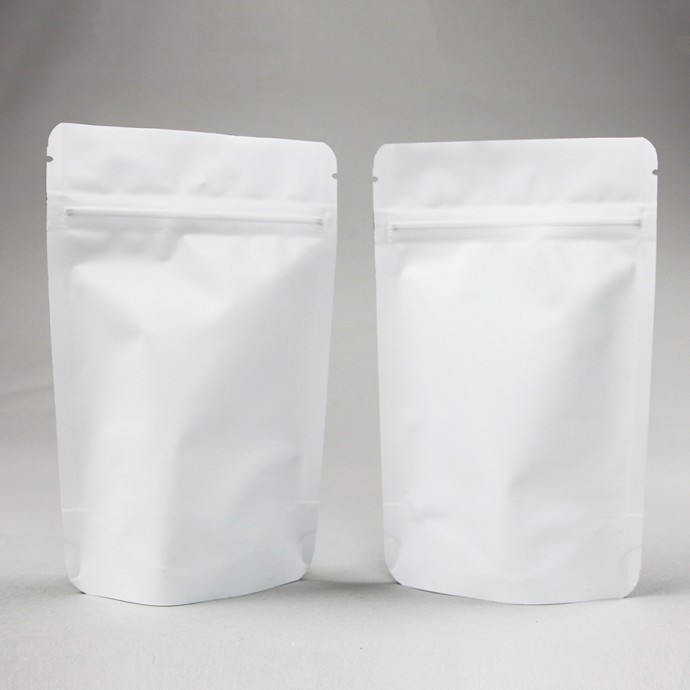 "4"" x 6.41"" x 2.25"" Matte White Mylar Foil Stand Up Pouch; (1,000/case) - AMW02ZRC"